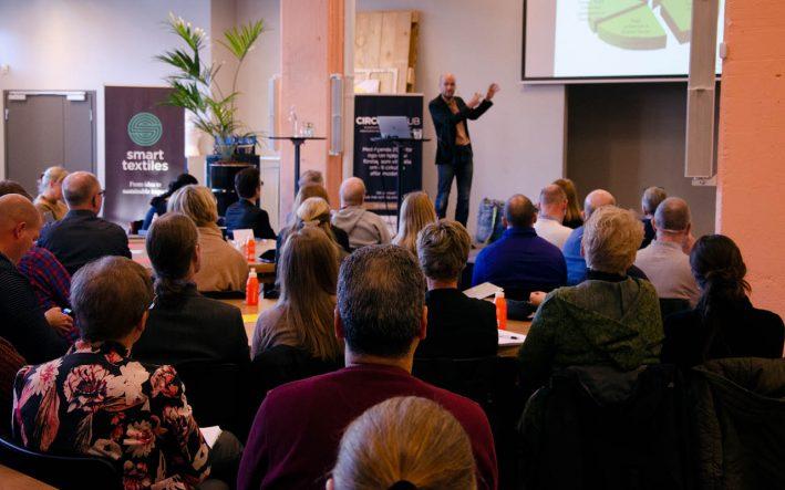 Adrian Zethraeus håller föreläsning för Boråsregionen